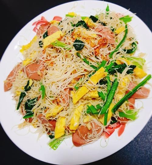 Chị Trúc Lâm thường nấu các món ăn theo đạo Hồi cho chồng; bún, phở hoặc mì cho các con và cá khô chiên, sốt cho mình.