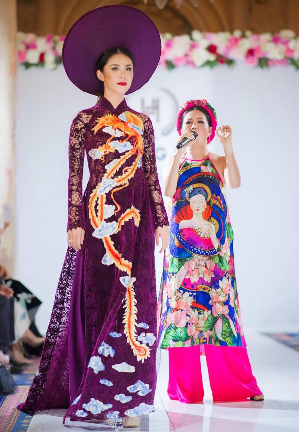 Giọng ca Hà Nội mở màn chương trình với ca khúc Đêm Ả Đào. Hoa hậu Hoàn vũ 2007 Riyo Mori và các người mẫu trình diễn áo dài trong khi Đinh Hiền Anh hát.