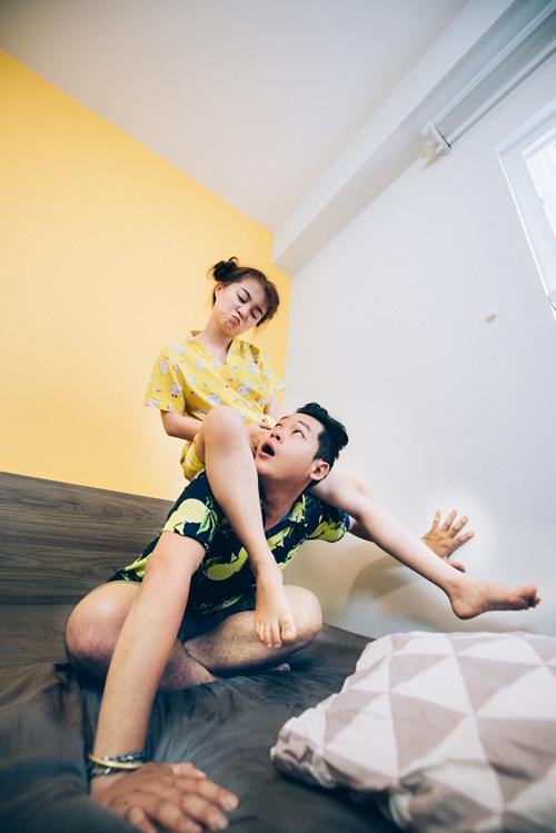 Cặp tình nhân có quan niệm yêu đương: hạn chế ghen tuông, ít cãi vã, chỉ tranh luận mang tính xây dựng. Mỗi lần gặp mâu thuẫn, Trang luôn chủ động ngồi lại với người yêu để phân tích và giải quyết vấn đề.