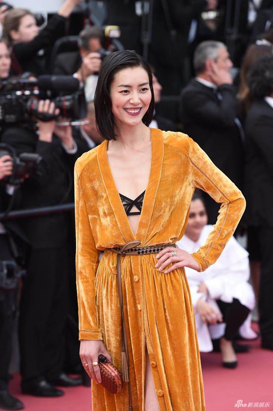 Loạt mỹ nhân Trung Quốc lăng xê mốt ngực phẳng trên thảm đỏ Cannes - 1