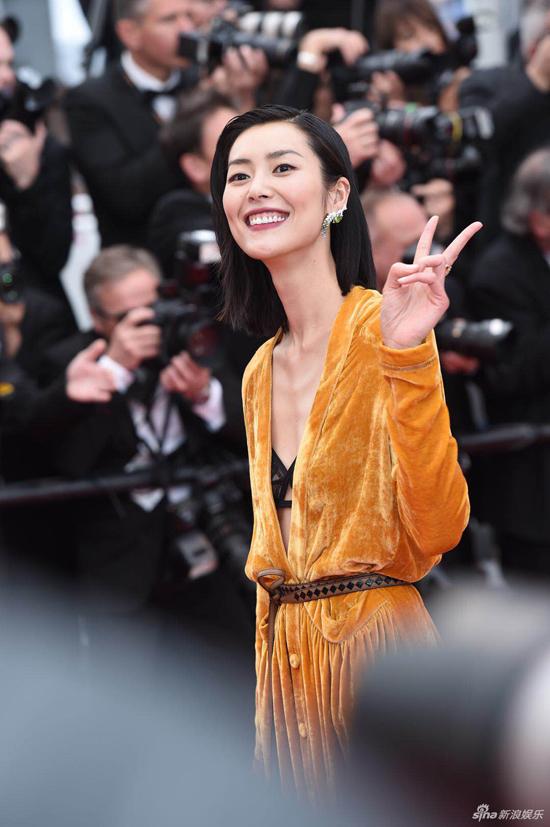 Loạt mỹ nhân Trung Quốc lăng xê mốt ngực phẳng trên thảm đỏ Cannes - 2