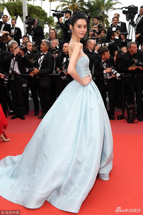Loạt mỹ nhân Trung Quốc lăng xê mốt ngực phẳng trên thảm đỏ Cannes - 3