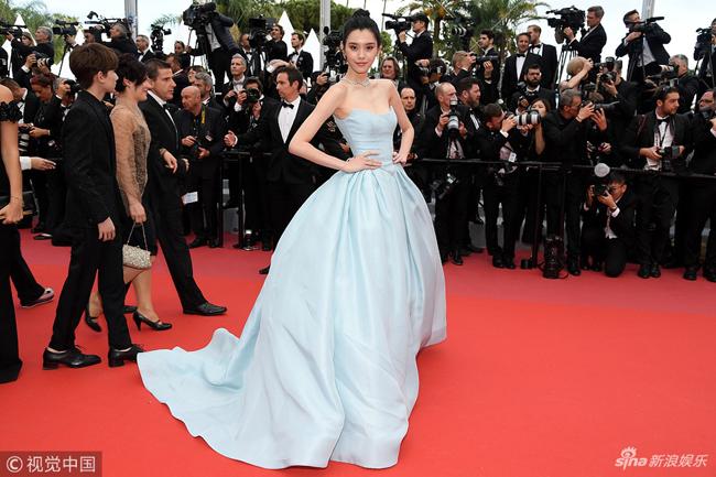 Loạt mỹ nhân Trung Quốc lăng xê mốt ngực phẳng trên thảm đỏ Cannes - 4