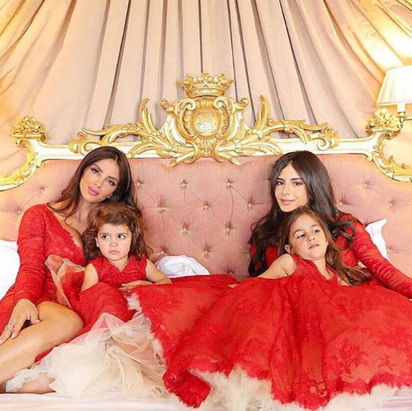 Ba con gái làm phù dâu cho Daniella Semaan. Ảnh: NS.
