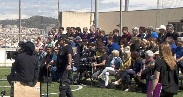 Iniesta lao ra cứu CĐV gặp nạn vì khán đài đổ sụp