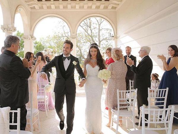 Fabregas và vợ trong hôn lễ. Ảnh: Instagram.