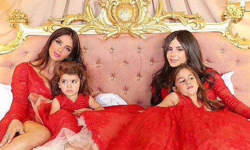 Ba con gái làm phù dâu cho vợ Fabregas