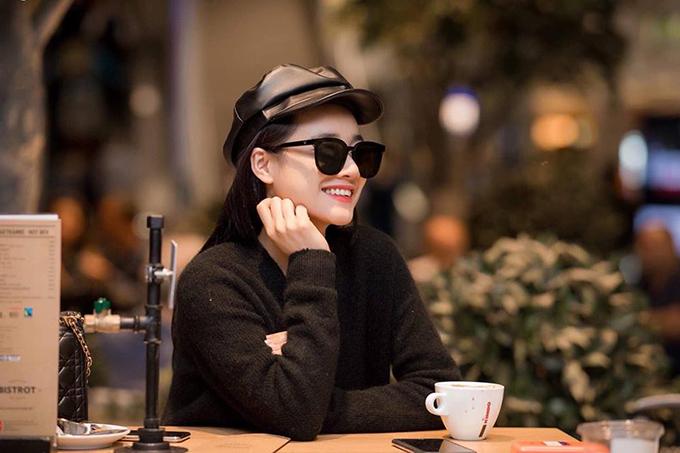 Nhã Phương khoe Instagram đã được đánh dấu chính chủ và tiết lộ: Phương đã có mặt tại Liên hoan phim Cannes rồi cả nhà ơi, trong mấy ngày tới sẽ có thêm hình ảnh và thông tin để khoe với mọi người nè.