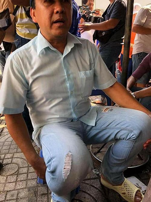 Quyền Linh bất ngờ xuất hiện ở đám tang các hiệp sĩ đường phố đã hy sinh trong lúc truy bắt toán cướp ở Sài Gòn.