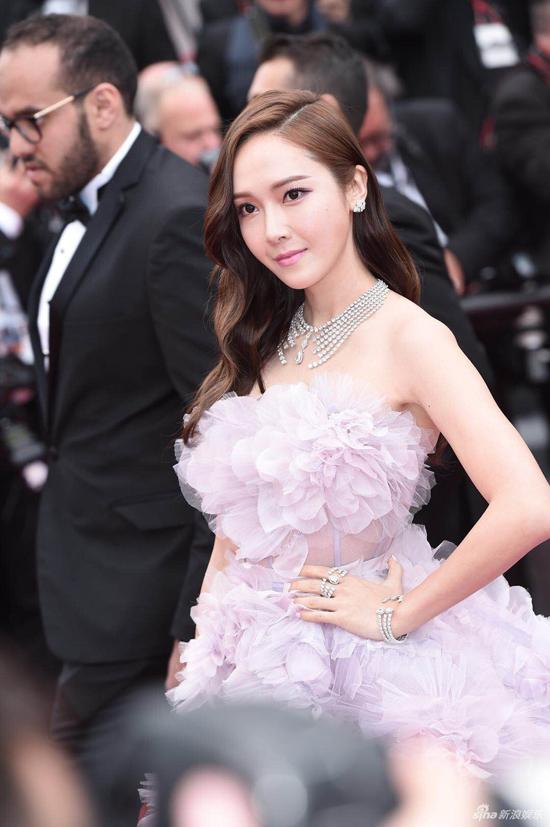 Loạt mỹ nhân Trung Quốc lăng xê mốt ngực phẳng trên thảm đỏ Cannes - 6