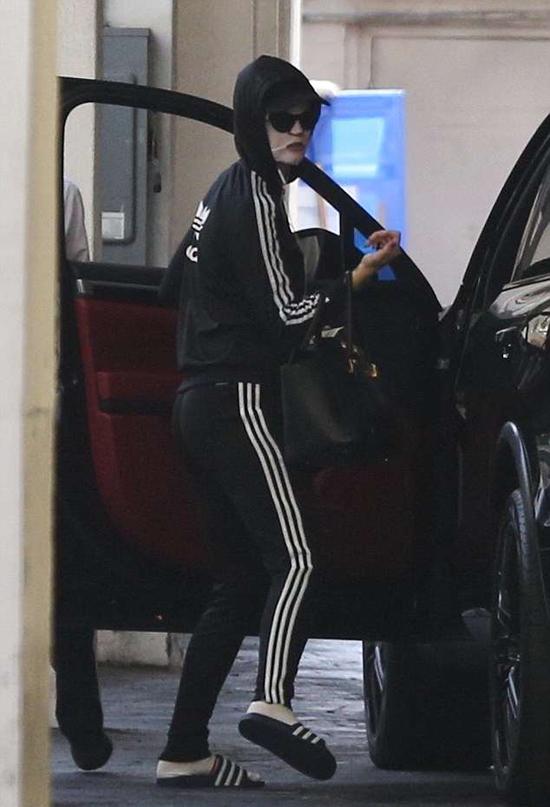 Katy Perry nhanh chóng rời salon về nhà.