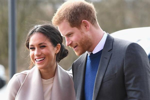 Hoàng tử Harry từng thừa nhận anh yêu Meghan ngay từ cái nhìn đầu tiên. Ảnh: People.