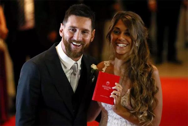 Messi không có ý định rời Barca vì vợ con đã ổn định cuộc sống ở Tây Ban Nha.