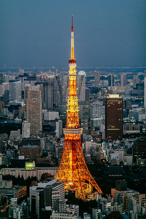 Điểm đến đầu tiên và cuối cùng đương nhiên là thủ đô Tokyo - thành phố đông đúc và hối hả với những ngã tư nhộn nhịp người qua lại, trung tâm mua sắm và những toà nhà cao tầng. Trong ảnh là tháp truyền hình Tokyo - một trong những biểu tượng của thủ đô Nhật Bản.