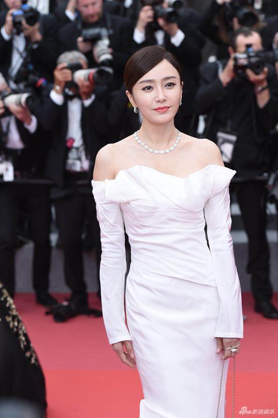 Loạt mỹ nhân Trung Quốc lăng xê mốt ngực phẳng trên thảm đỏ Cannes - 10