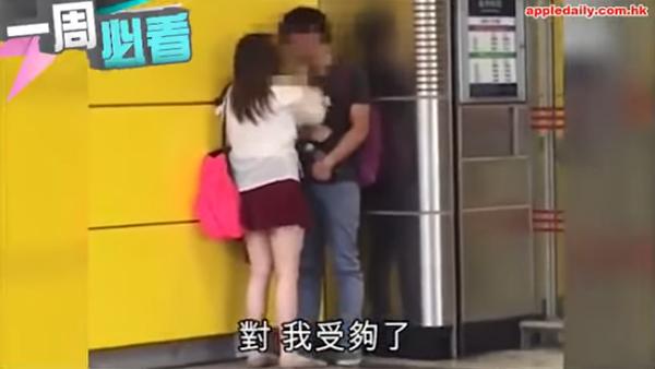 Cô gái liên tục tát, mắng bạn trai ở ga tàu điện ngầm. Ảnh cắt từ video.