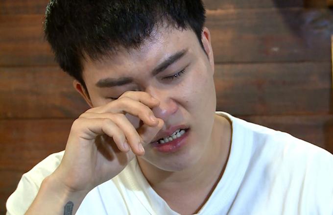 Ca sĩ Lê Thiện Hiếu và khoảnh khắc xúc động trong chương trình.