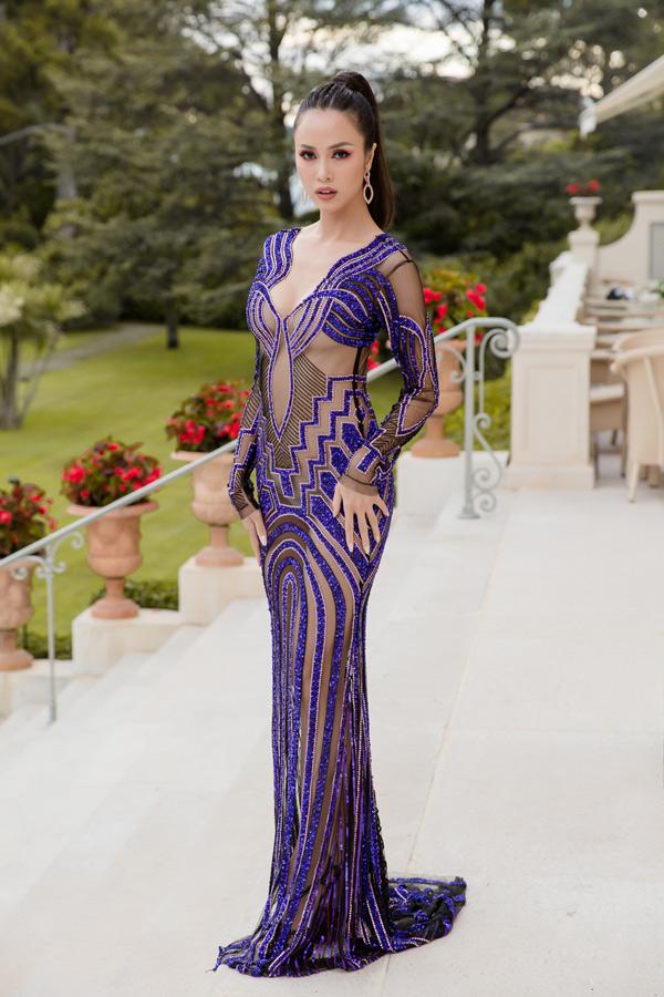 Vũ Ngọc Anh quyết định mặc chiếc váy xuyên thấu, khoe cả ba vòng cơ thể khi dựthảm đỏ LHP Cannes ngày cuối.