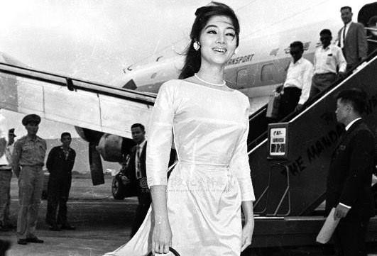 Vẻ đẹp thanh lịch của quý cô Sài Gòn xưa.