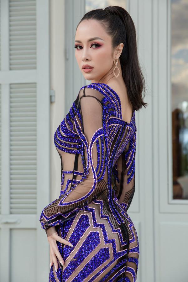 Vòng ba của người đẹp cũng lồ lộ dưới lớp vải voan. Vũ Ngọc Anh được mời dự buổi công chiếu phim Burning của đạo diễn Lee Chang Dong tại LHP Cannes, hôm 16/5.