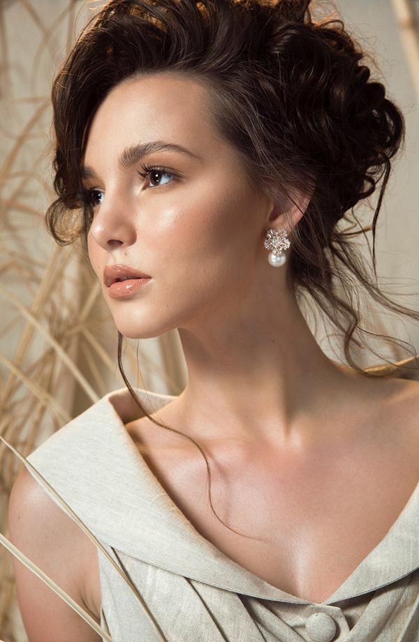 Trong bộ ảnh quảng bá cho bộ sưu tập Mặt trời Phương Đông, Lê Thanh Hoà đã mời hoa hậu Aibedullina thể hiện các thiết kế mới của mình. Aibedullina Talliya (đến từ Liên bang Nga) là người đẹp xuất sắc đăng quang ngôi vị cao nhất của cuộc thi World Miss Tourism Ambassador  Hoa hậu đại sứ du lịch thế giới 2017.