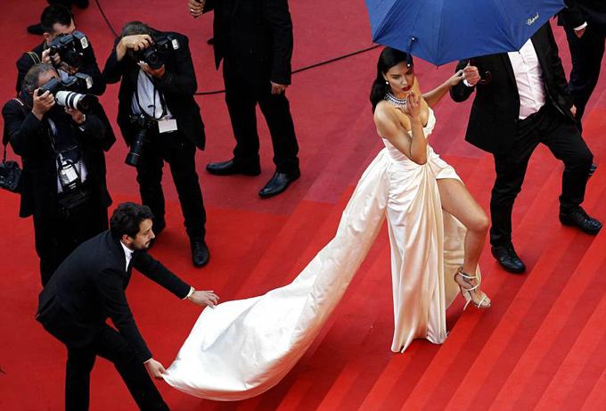 Adriana đã có những khoảnh khắc quyến rũ ở Cannes 2018.