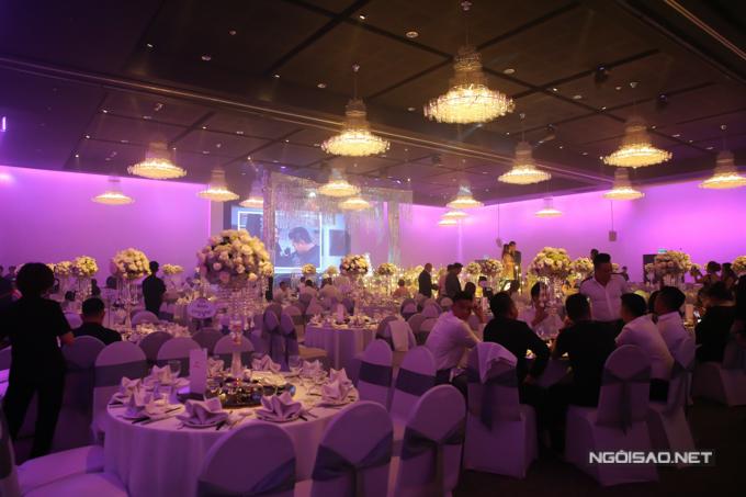 Lâm Vũ đặt 80 bàn tiệc, mời bạn bè, đồng nghiệp tới chung vui cùng vợ chồng anh.