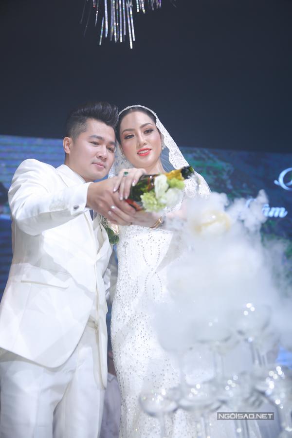 Vợ Lâm Vũ sinh năm 1984, làm kinh doanh, hiện định cư ở Mỹ.