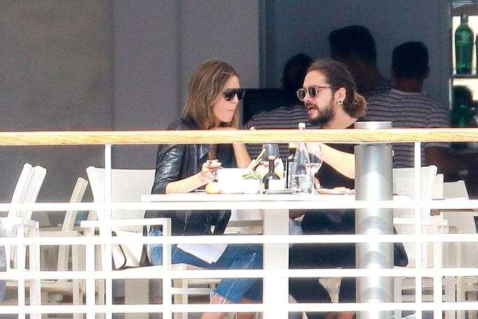 Heidi và bạn trai được trông thấy đi ăn trưa ở nhà hàng ngay khi đến Cannes.