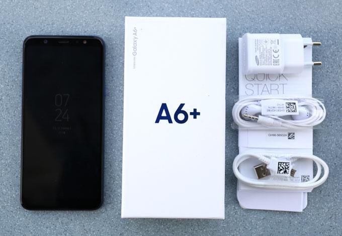 Galaxy A6+ là một trong bộ đôi smartphone tầm trung bên cạnh Galaxy A6vừa được Samsung giới thiệu tại Việt Nam. Hộp máy màu trắng, thiết kế đơn giản với tên máy in ở phía trước. Đi kèm Galaxy A6+ là củ sạc, cáp micro USB và tai nghe cùng sách hướng dẫn, que SIM.