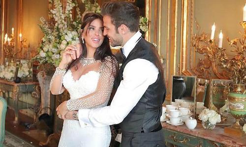 Ảnh cưới của Fabregas và bà xã 5 con hơn anh 12 tuổi