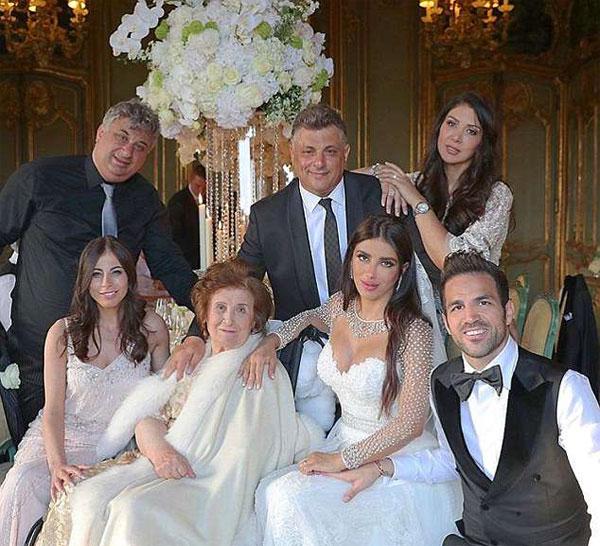 Ảnh cưới của Fabregas và bà xã 5 con hơn anh 11 tuổi - 10