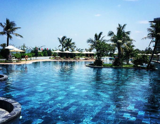 Bể bơi chính cũng là bể bơi nước mặn lớn nhất Việt Nam với diện tích 5.100m2. Diện tích đáng nể cùng đặc trưngkhiến nơi đây trở thành điểm check in khá hot trong 2 mùa hè vừa qua.