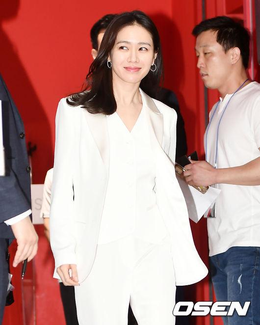 Son Ye Jin tham gia sự kiện của một thương hiệu mỹ phẩm tổ chức sáng nay 17/5. Chị đẹp