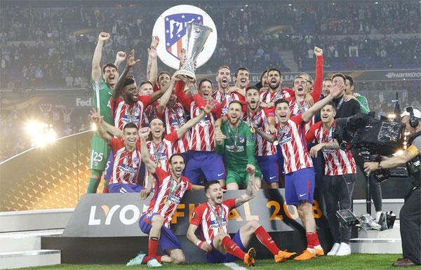 Dù thiếu vắng HLV Simeone ở ghế chỉ đạo vì án treo giò, các cầu thủ Atletico Madrid thi đấu bản lĩnh, lỳ hợp, vượt qua Marseille 3-0 trong trận chung kết, lần thứ ba vô địch Europa League.