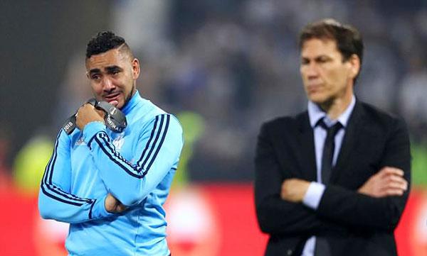 Payet đầm đìa nước mắt một lần nữa khi chứng kết Atletico Madrid đăng quang Europa League ngay trên đất Pháp.