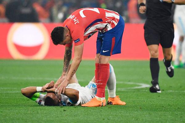 Payet được một đồng nghiệp bên phía Atletico an ủi
