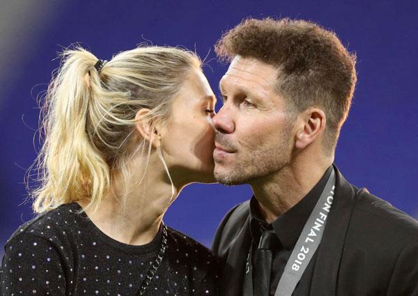 Trước trận chung kết, người đẹp Carla Pereyra chia sẻ rằng không cần kết hôn sau 4 năm gắn bó vì cả hai đang sống rất hạnh phúc, mãn nguyện.