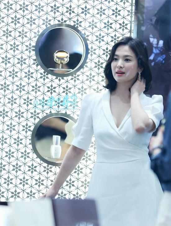 Song Hye Kyo che chắn kín mít khi từ Thượng Hải về Hàn Quốc - 5