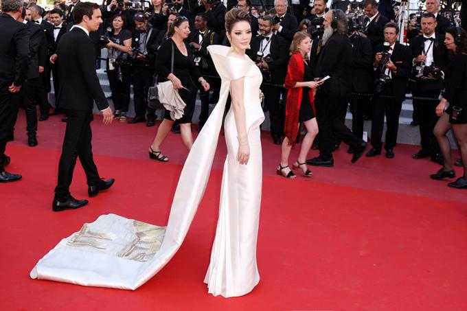 Vào cuối ngày, Lý Nhã Kỳ đến dự buổi ra mắt bộ phim nằm trong danh sách tranh giải Cành Cọ Vàng Knife + heart. Phim do một người bạn của Nhã Kỳở Cannes là Charles sản xuất, ông cũng là nhà đồng sản xuất phim E-book với cô.