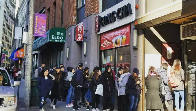 Quang cảnh trước một cửa hàng Gong Cha tại Boston, bang Massachusetts ngày khai trương. Ảnh:Gong Cha.