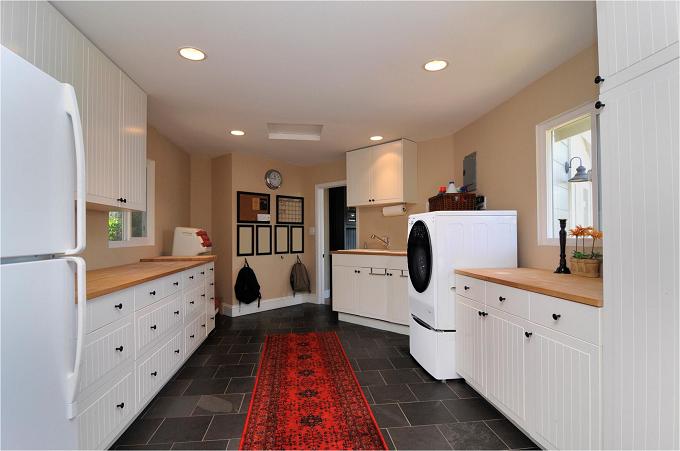 Với thiết kế này, các gia đình có thể sử dụng những loại tủ kệ để lưu trữ đồ được nhiều và tiết kiệm không gian hơn.