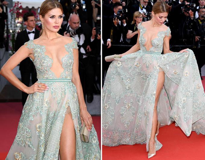 Người mẫu Nga Victoria Bonya mặc bộ đầm mỏng tang hở trên hở dưới.