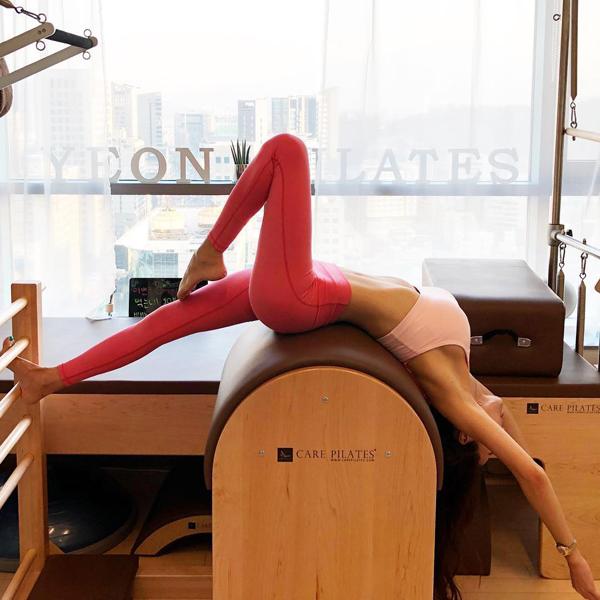 Pilates là một trong những bài tập yêu thích nhất của cô.