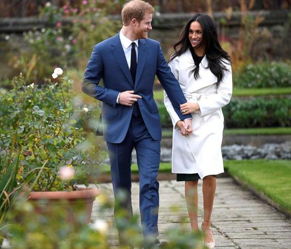 Đôi uyên ương hạnh phúc xuất hiện trước báo giới sau thông báo đính hôn. Ảnh: Reuters.