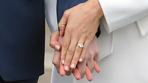 Chiếc nhẫn cầu hôn được chính Harry tự thiết kế. Ảnh: WireImage.