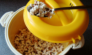 Mẹo làm bắp rang bơ bằng nồi cơm điện nhanh và tiện lợi