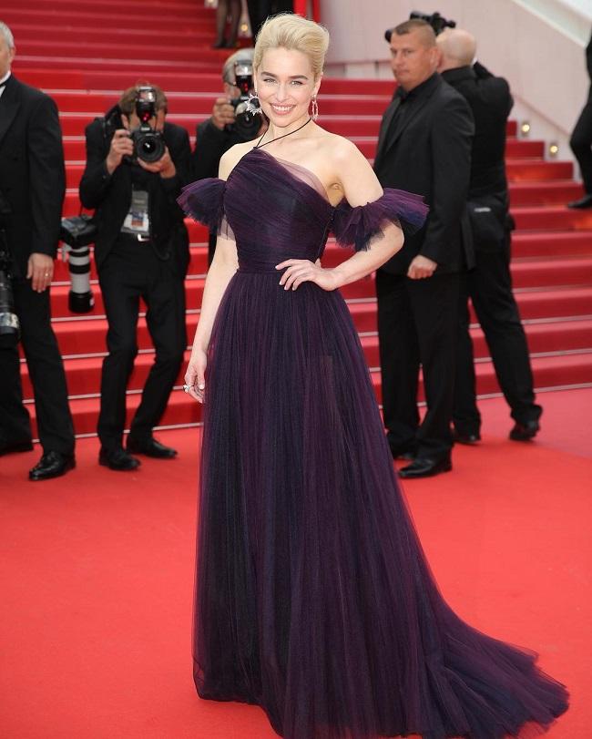 Dior mất hơn 10 ngày để làm váy cho Emilia Clarke dự Cannes