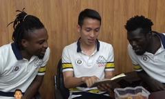 Ngoại binh CLB Hà Nội học tiếng Việt, hát hit của Sơn Tùng