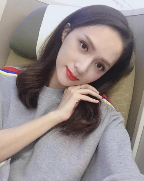Sau vài ngày ngắn ngủi về Việt Nam tham dự một số chương trình truyền hình, Hương Giang Idol quay lại Thái Lan tiếp tục công việc.